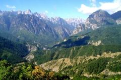 Θέα προς την χαράδρα του Αώου από τα ανατολικά. Αριστερά η Τύμφη και δεξιά η Τραπεζίτσα - ΧΑΡΗΤΑΚΗΣ ΠΑΠΑΙΩΑΝΝΟΥ/ HARITAKIS PAPAIOANNOU