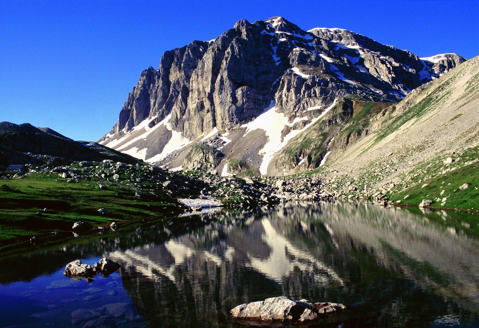 Κορυφή Αστράκα και οροπέδιο Λιμνών Παπίγκου