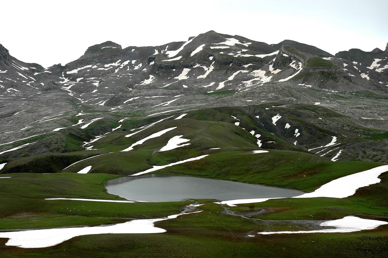 Λίμνη Ρομπόζη και οροπέδιο Τύμφης