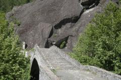 Γέφυρα Μάυρης Πέτρσς στην Πουρνιά, Γέφυρα Αώου στην Κόνιτσα, Οικιστικό σύνολο Ζεϊνέλ μπέη (Οικία Χάμκως) στην Επάνω Κόνιτσα, Οικία στο Γαναδιό Ο ναός της Κόκκινης Παναγίας στην Κόνιτσα, Λιθανάγλυφο στην οικία Χάμκως στην Επάνω Κόνιτσα Ιερός ναός Αγίου Νικολάου Άνω Κλειδωνιάς, Ιερός Ναός (πρώην Μονή) Αγίων Αναργύρων στον Βοϊδοματη Ιερά Μονή Παναγίας Στομίου στην χαράδρα του Αώου στην Κόνιτσα Ιερά Μονή Παναγίας Μολυβδοσκέπαστης Ιερά Μονή Παναγίας Ζέρμας Ιερά Μονή Αποστόλων στην Άνω Κλειδωνιά Η Κόνιτσα και ο κάμπος της Η Κόνιτσα και ο κάμπος της στους πρόποδες της δασοσκεπούς Τραπεζίτσας Επάνω Κόνιτσα - ΧΑΡΗΤΑΚΗΣ ΠΑΠΑΙΩΑΝΝΟΥ/ HARITAKIS PAPAIOANNOU