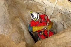 Σπηλαιολόγος σε βάραθο του Στούρου 1025 Το πρώτο πηγάδι στη Τρύπα του Όρνιου 1025 Κάθετος αγωγός στην Τρύπα του Όρνιου 1024 Χάσμα του Έπους (-455μ) 1024 Σπηλαιολόγος σε βάραθρο 1023 Έρευνα πεδίου για τον εντοπισμό σπηλαιοβαράθρων. - ΜΑΝΩΛΗΣ ΔΙΑΜΑΝΤΟΠΟΥΛΟΣ/ MANOLIS DIAMANTOPOULOS