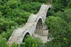 Το Τρίτοξο ή Καλογερικό γεφύρι στους Κήπους Πάπιγκο, Μονοδέντρι, Λιθανάγλυφο από Κονιτσιώτες μαστόρους στον ενοριακό ναό Αγίου Βλα΄σιου Παπίγκου Κουκούλι, Η Μονή Παναγίας Σπηλιώτισσας στον Βοϊδομάτη (Αρίστη) Εικόνισμα στην είσοδο του φαραγγιού του Βίκου από το χωριό Βίκος Δίλοφο, Αυλόπορτα αρχοντικού στη Βίτσα Αρχοντικό στο Τσεπέλοβο Αγιος Αθανάσιος Μονοδεντρίου - ΧΑΡΗΤΑΚΗΣ ΠΑΠΑΙΩΑΝΝΟΥ/ HARITAKIS PAPAIOANNOU